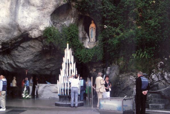 Grotte - Notre-Dame-de-Lourdes - France