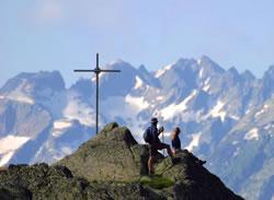Randonnée pédestre et croix