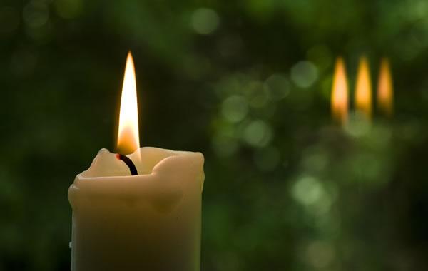Une flamme, trois flammes - Photo par Daniel Wanke (pixabay.com)