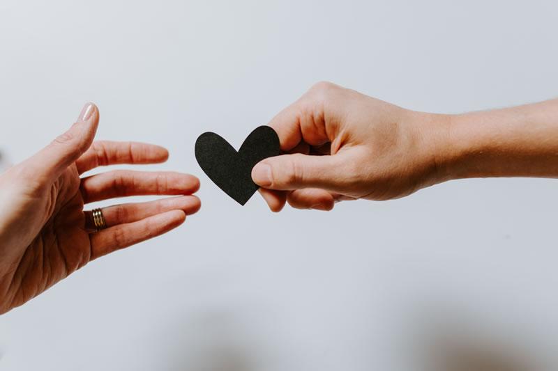 Don, Amour par Kelly Sikkema (unsplash.com)