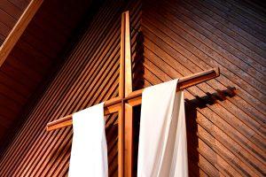 Croix et résurrection par Joshua Eckstein (unsplash.com)
