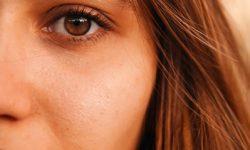 Visage de jeune femme par Hichem Dahmani (unsplash.com)