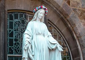 Sainte Marie pleine de grâces par Maria Oswalt (unsplash.com)
