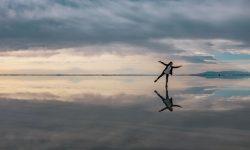 Personne en équilibre par Ashim d'Silva (unsplash.com)