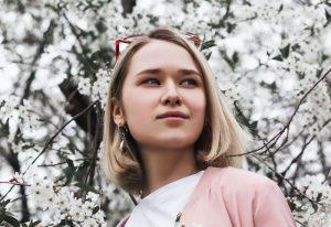 Young woman from Ilya Shishikhin (unsplash.com)