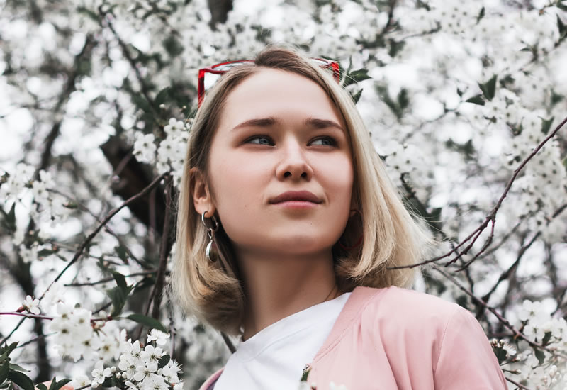 Young woman from Ilya Shishikhin (unsplash.com)