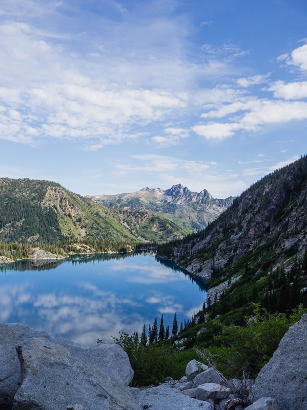 Landscape, lake, mountain, sky by Samantha Sun (unsplash.com)