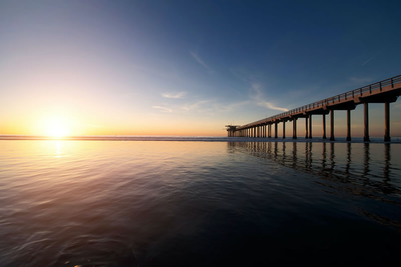 Quai, horizon, mer et soleil de Frank Mckenna (unsplash.com)